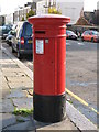 The location of this postbox is shown in [[1035774]] and [[1035776]].