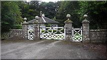 S6833 : Gate and  Lodge by Paul Leonard