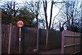 TQ2397 : Footpath, end of Calvert Rd by N Chadwick