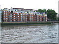 TQ2977 : Thames bank at Pimlico by Malc McDonald