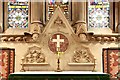 TQ1471 : St James, St James Road, Hampton Hill - Reredos by John Salmon