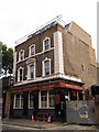 TQ3379 : Queen's Arms, Public House, Southwark by David Anstiss