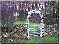 SD7947 : Shoe archway on path near Dockber by Raymond Knapman