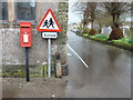 SK2164 : Youlgrave: postbox № DE45 1262, Alport Lane by Chris Downer