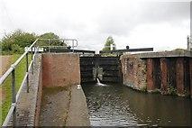 SU5566 : Gates to Midgham Lock by Bill Nicholls