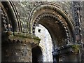 TQ7468 : Detail of Norman colonade in Rochester Castle by Patrick Mackie