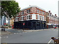 TQ3078 : The Jolly Gardeners Public House, Black Prince Road by PAUL FARMER