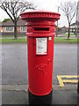 TA1430 : A Victorian post box on Grange Road, Hull by Ian S