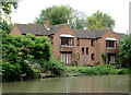 SP2055 : Modern housing by the canal in Stratford-upon-Avon by Roger  Kidd