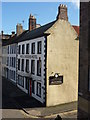 NT9952 : Berwick-Upon-Tweed Townscape : The Hen &amp; Chickens Hotel, 15 Sandgate by Richard West