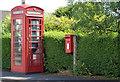 J2966 : Telephone box and letter box, Ballyskeagh near Lambeg by Albert Bridge