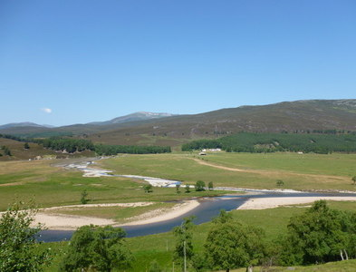 NO1290 : The confluence of the Dee and the Quoich by Alan O'Dowd
