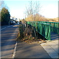 Dist:0.6km<br/>The green footbridge is on the east side of the road bridge, which is too narrow for pavements.