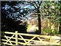 SP9201 : Entrance to Hundridge Manor by Bikeboy