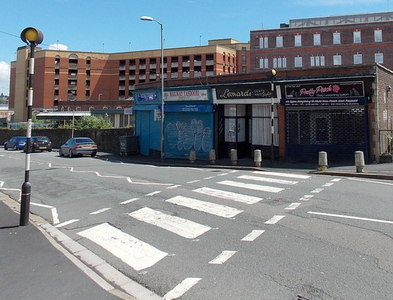 ST3088 : Zebra crossing to Pretty Pooch, Newport by Jaggery