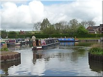 SU0262 : Turning a narrowboat in Devizes Marina by Christine Johnstone