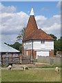 TQ9040 : Tearnden Farm Oast, Smarden Road, Bethersden by Oast House Archive