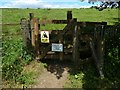 NS5174 : Gate on right of way to Craigton by Lairich Rig