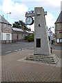 Memorial to the racing driver, Jim Clark who lived in the vicinity at the junction of Main Street with Crosshill. For details see [[3393912]].