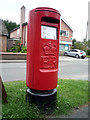 SJ7770 : Elizabeth II postbox on Main Road, Goostrey by JThomas