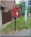 SJ7666 : Elizabeth II postbox, Alum Court by JThomas