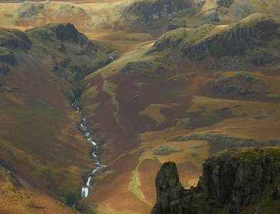 NY2202 : Eskdale Needle and the upper Esk gorge by Karl and Ali