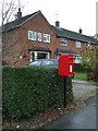 SJ4959 : Elizabeth II postbox on Tattenhall Road by JThomas