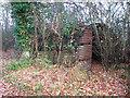 TM2694 : Nissen-type hut beside Nobbs' Lane by Evelyn Simak