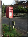 SE1547 : Elizabeth II postbox, Manor Park by JThomas