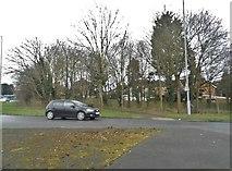 TL1023 : Vauxhall Way, Round Green by David Howard