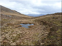 NG9275 : At the bealach west of Bainn Airigh Charr by Richard Law