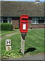 TL3546 : Elizabeth II postbox on Meldreth Road, Whaddon by JThomas