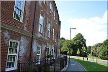 SU8694 : New development, Coates Lane by N Chadwick