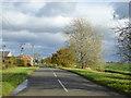 TL1358 : Approaching Lower Honeydon Farm by Robin Webster