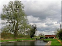 SU5566 : Midgham Lock: Kennet and Avon Canal West Berks by Pam Brophy