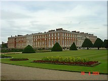 TQ1568 : Hampton Court Palace by Fan Yang
