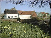 TL9966 : Lea Farm Buildings, Great Ashfield by Geoff Wadsworth