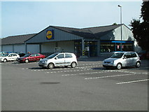 SU0901 : Lidl, Tricketts Cross by Stuart Buchan