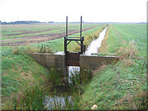 TF2103 : Drainage sluice, Newborough Fen, Peterborough by Rodney Burton