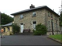 N0898 : Glebe House by Brian Shaw