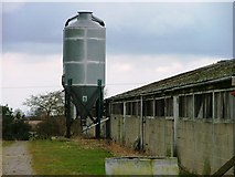 SE4094 : Farm Buildings and Silo, Oaktree Farm by Mick Garratt