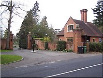 SU9984 : Framewood Manor - Gatehouse by Peter Ross