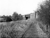 SU3667 : Skew railway bridge, Kennet and Avon Canal by Dr Neil Clifton