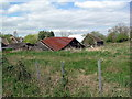 TL0859 : Derelict barn by Les Harvey