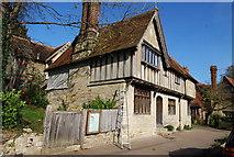 TQ5243 : Mediaeval half timbered house, Penshurst. by N Chadwick