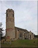 TM2692 : St Margaret, Topcroft, Norfolk by John Salmon