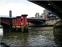 TQ3180 : Blackfriars Bridges by Chris Gunns
