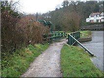 SU9948 : Approaching the sluice on the River Wey at Guildford by Basher Eyre