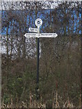 SO9394 : Fingerpost for canal cruisers by Richard Law