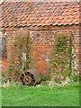 TG1024 : A garden roller by Evelyn Simak